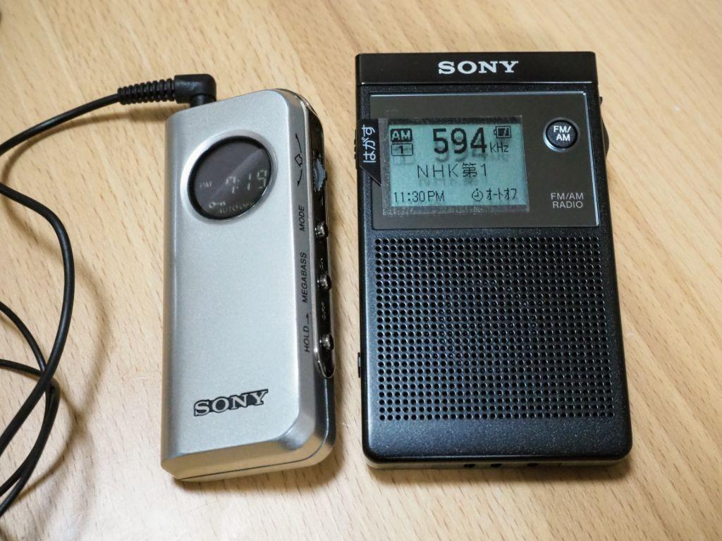 ソニーの小型ラジオSRF-R356とSRF-M98の写真